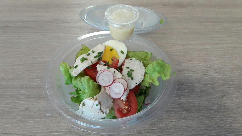 Salade produits frais à emporter sur Vitré parc du château